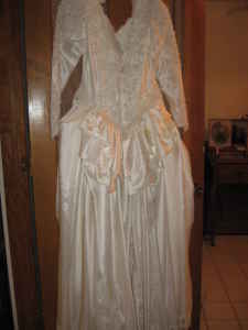 Wedding Dress Do You Want Your Future Husband To Cheat On Too Then Buy This Piece Of Crap Did Me No Good I Got It Fitted Sized